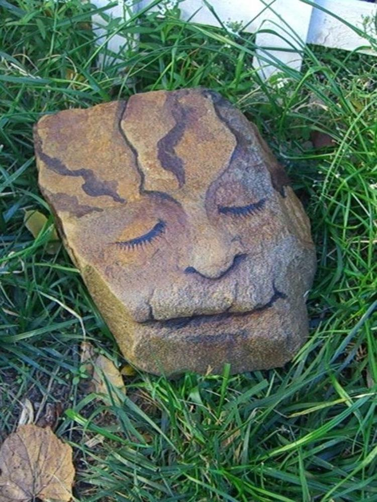 Simple Painted Rock Ideas For Garden 32