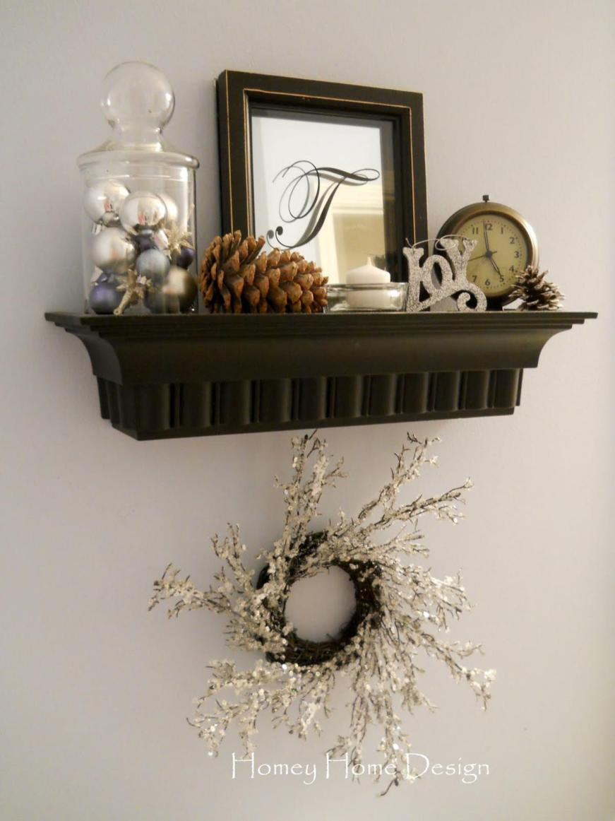 Bathroom with Holiday Wall Decor 15