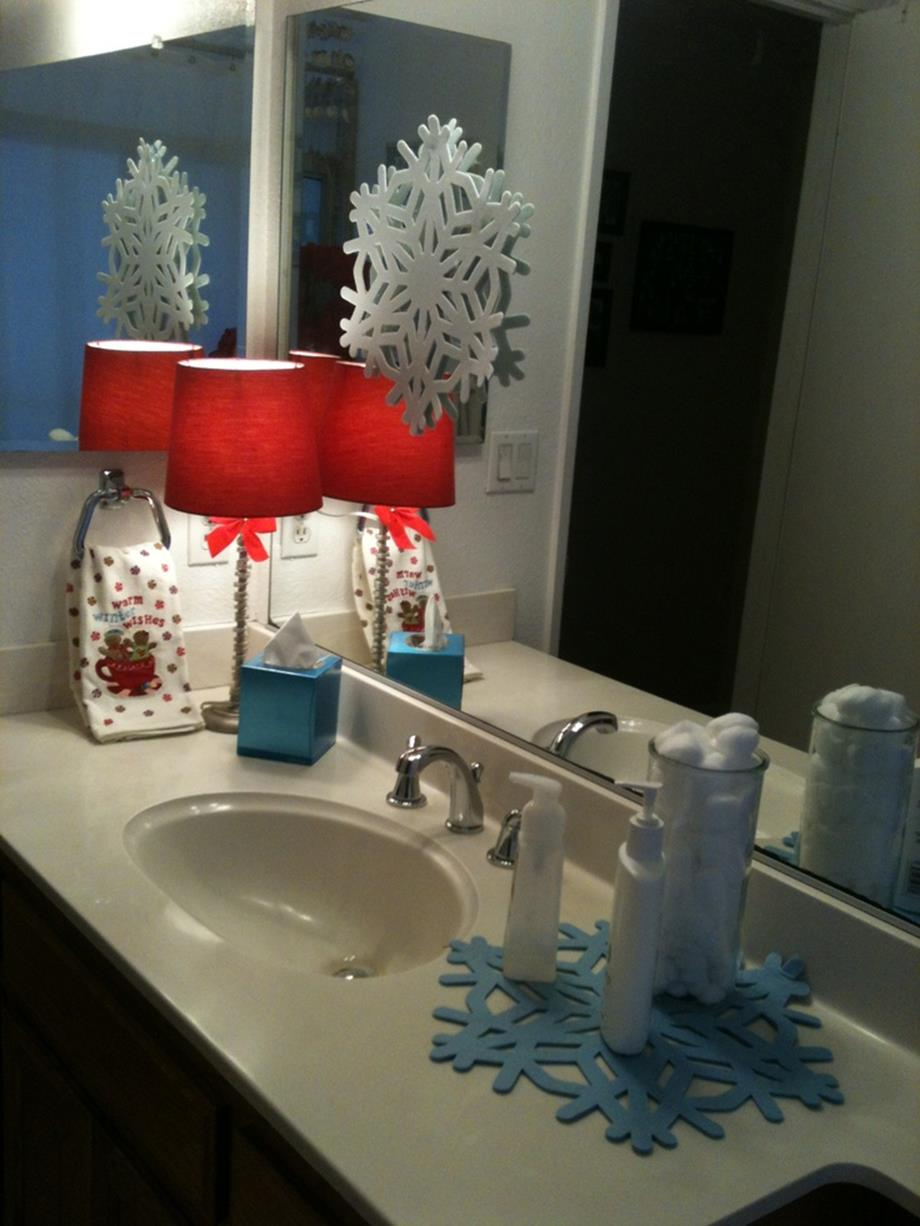 Bathroom with Holiday Wall Decor 28