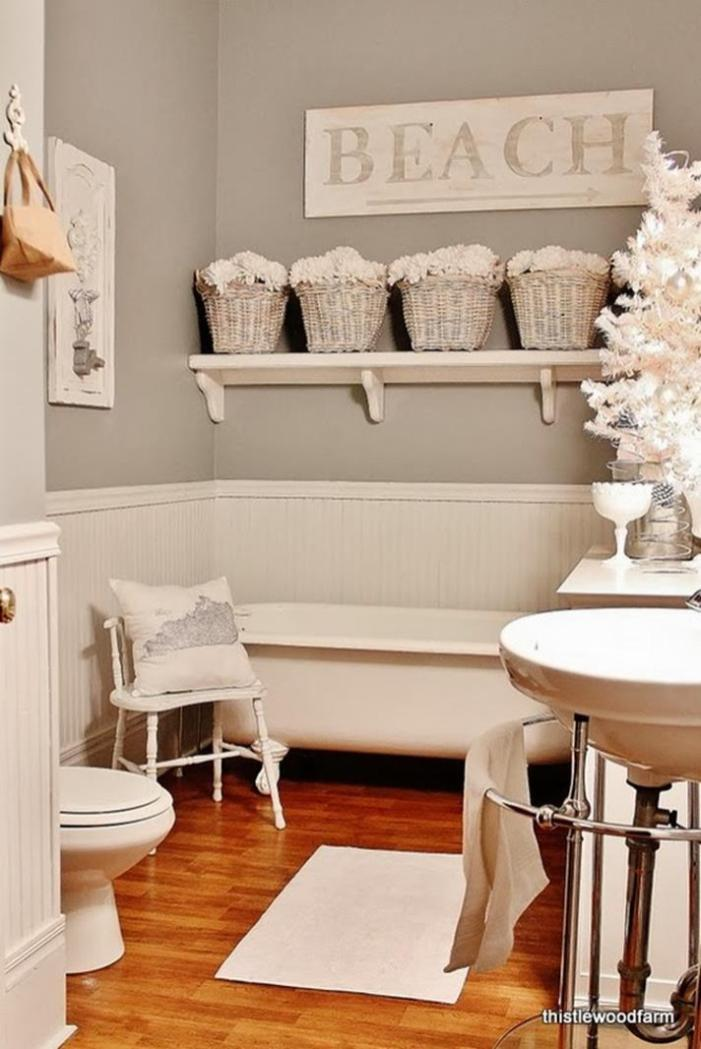 Bathroom with Holiday Wall Decor 31