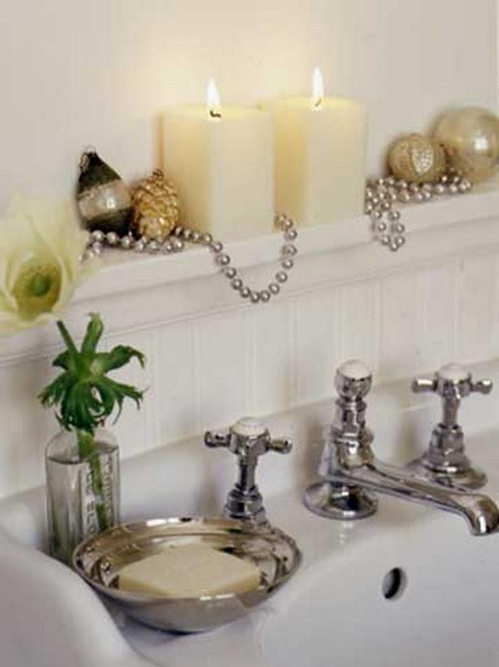 Bathroom with Holiday Wall Decor 33
