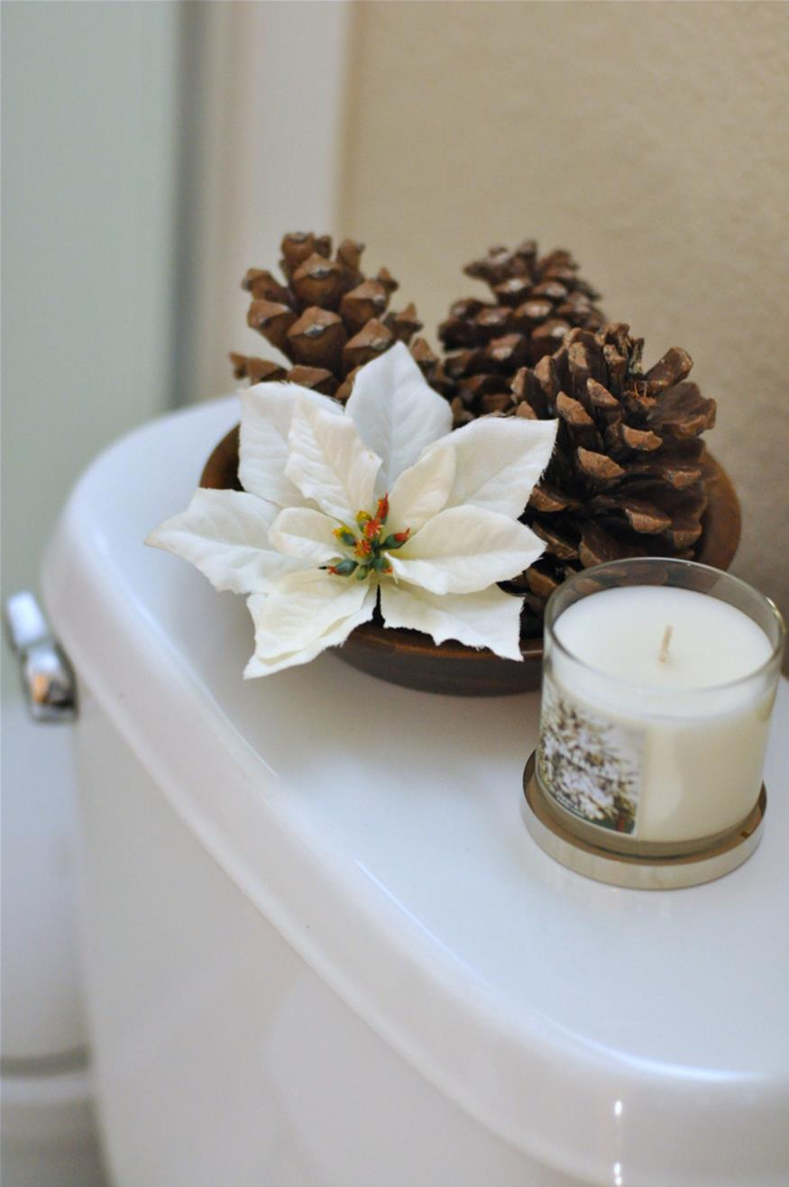 Bathroom with Holiday Wall Decor 34