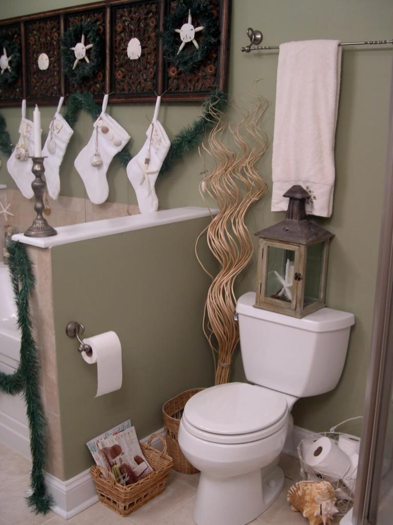 Bathroom with Holiday Wall Decor 40