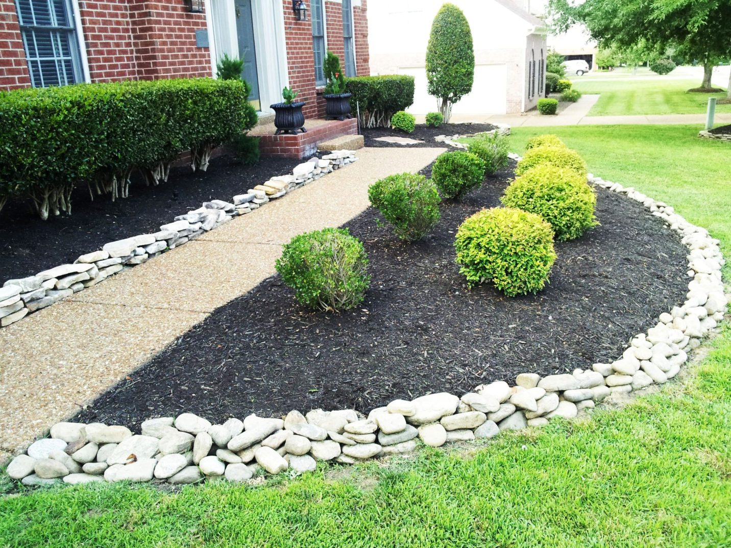 Front Yard Landscaping Ideas with White Rocks 13