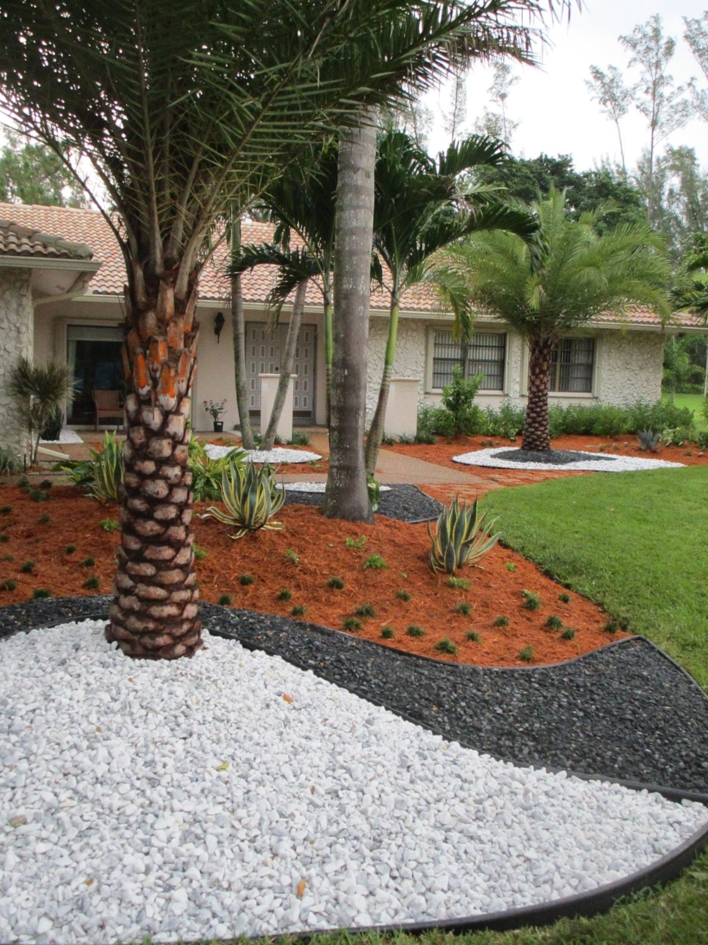 Front Yard Landscaping Ideas with White Rocks 17