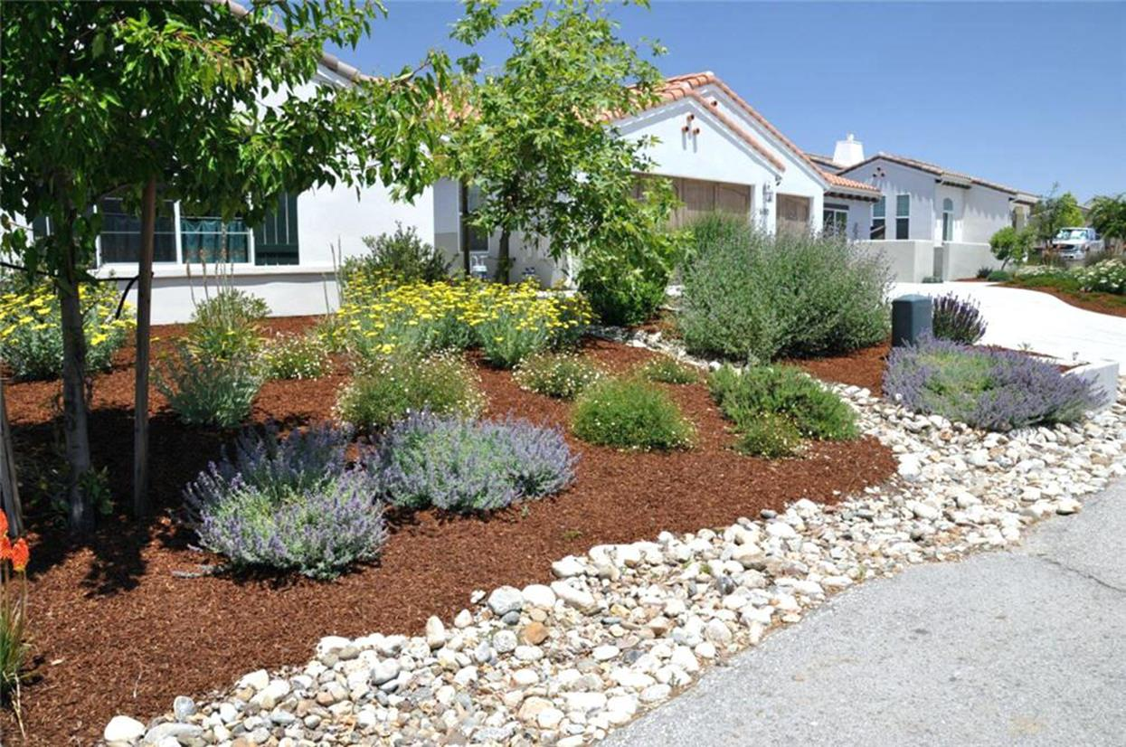 Front Yard Landscaping Ideas with White Rocks 22