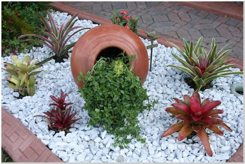 Front Yard Landscaping Ideas with White Rocks 9