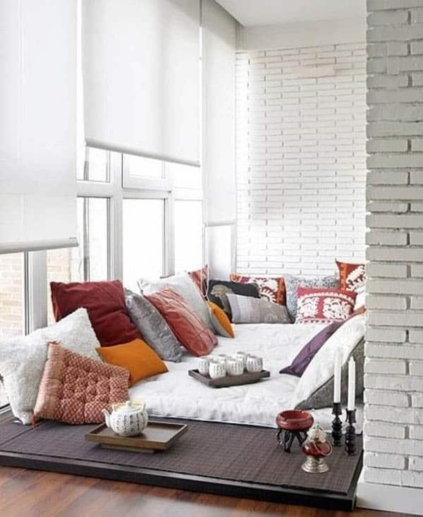 Cozy And Decorated Reading Nooks That Will Inspire You To Design Your Own Little Corner 40