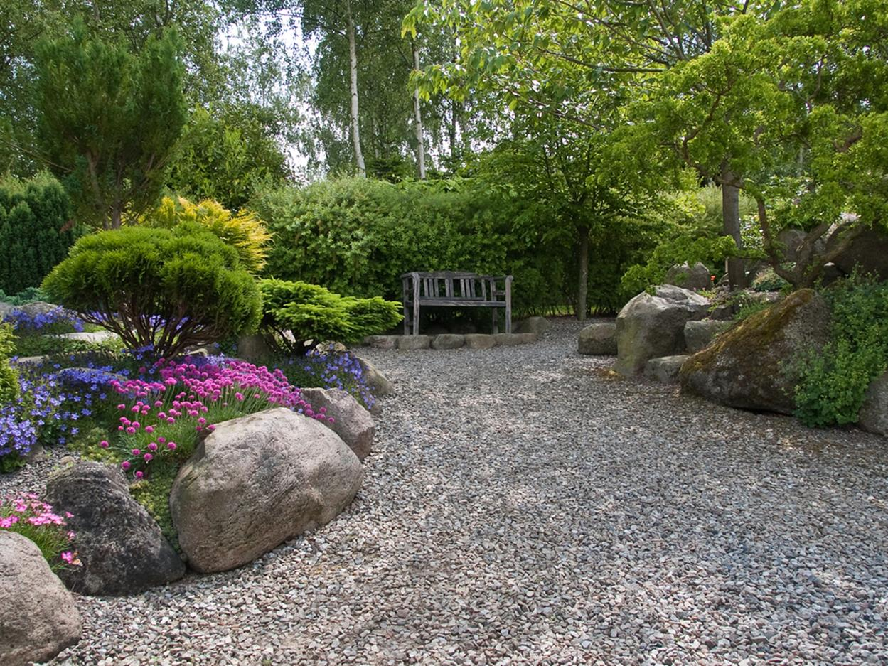Tips Creating Pea Gravel Landscaping 7