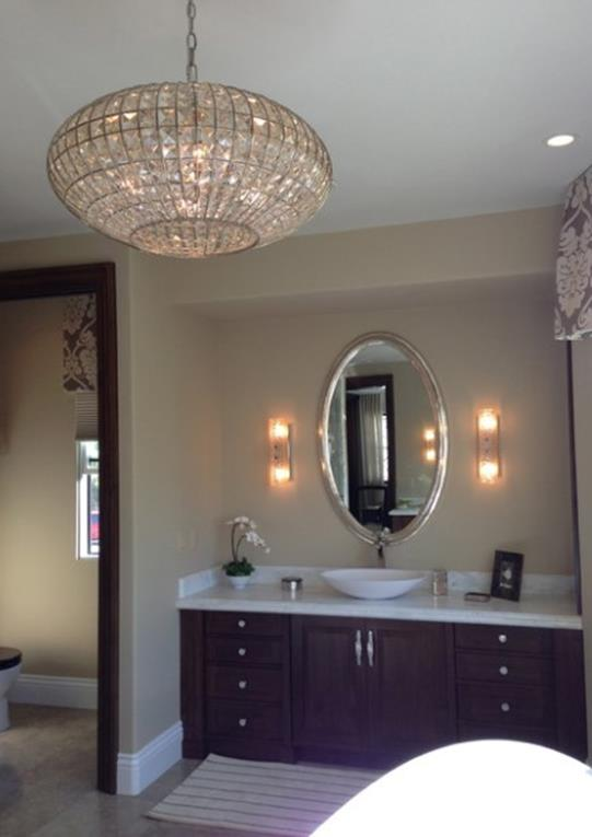 Beautiful Bathroom with Crystal Chandelier 12