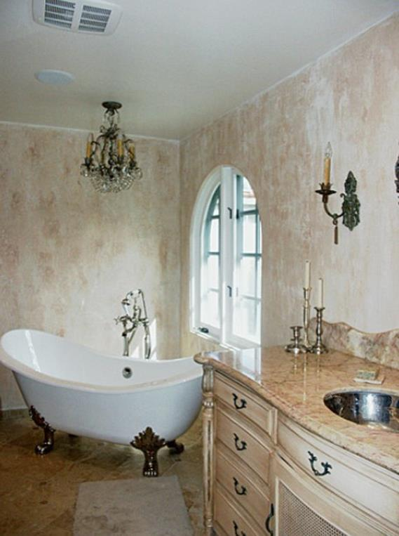 Beautiful Bathroom with Crystal Chandelier 15 1