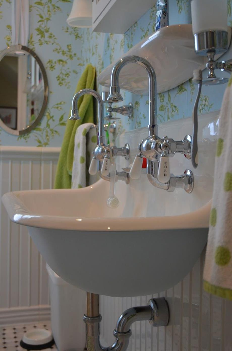 Farmhouse Style Bathroom Sink Ideas 18