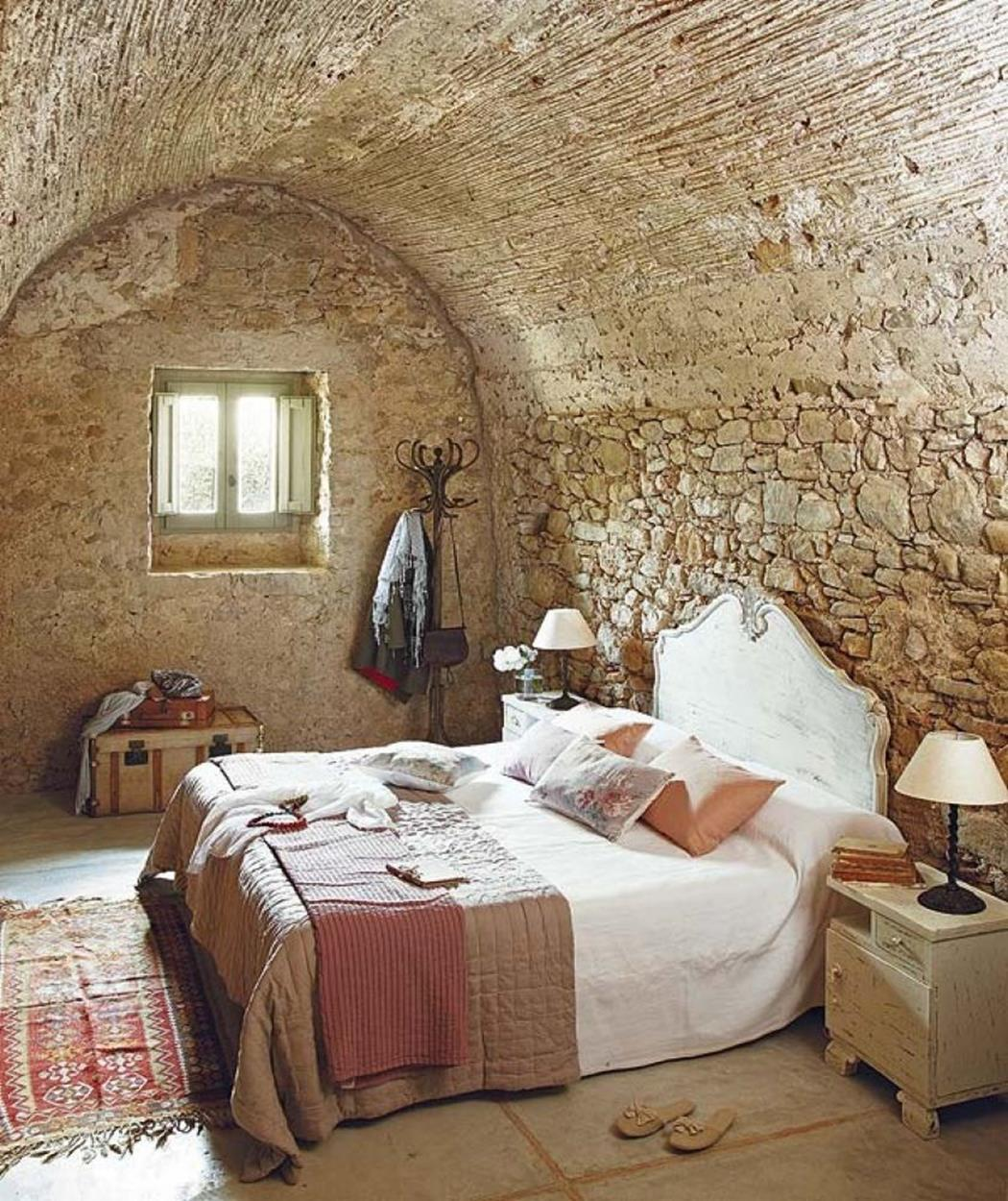 Rustic Bedroom Wall Decorating Ideas 16