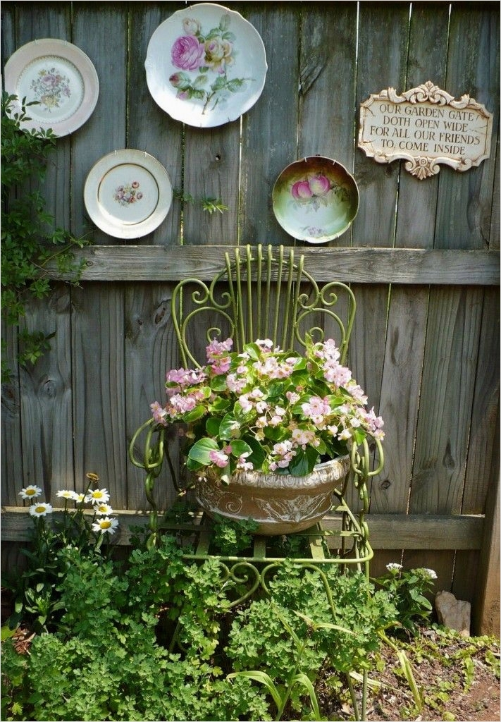 42 Beautiful Vintage Yard Decorating Ideas 26 How to Beautify Your House – Outdoor Wall Décor Ideas 6