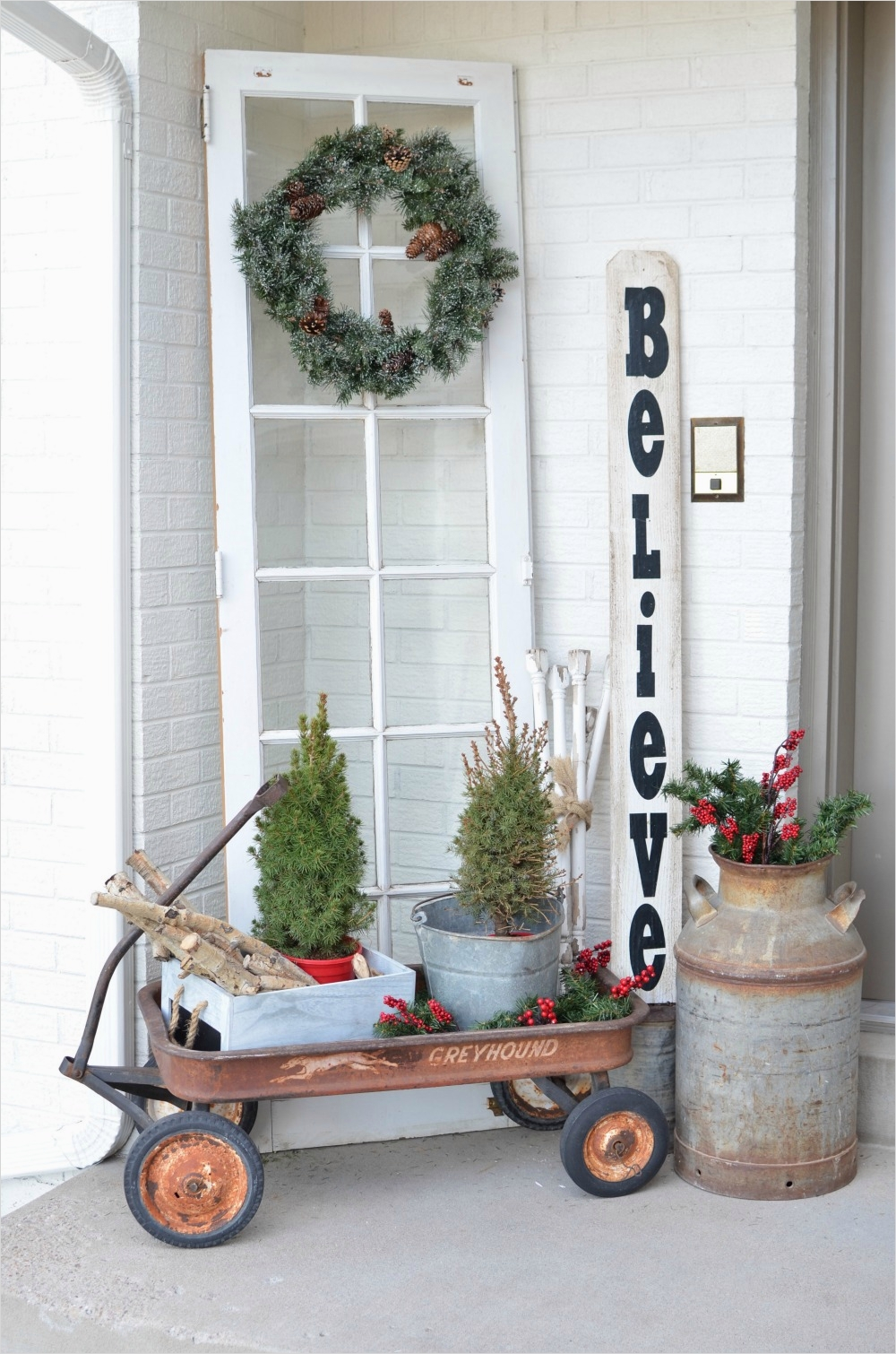 42 Beautiful Vintage Yard Decorating Ideas 62 Christmas On the Front Porch 8