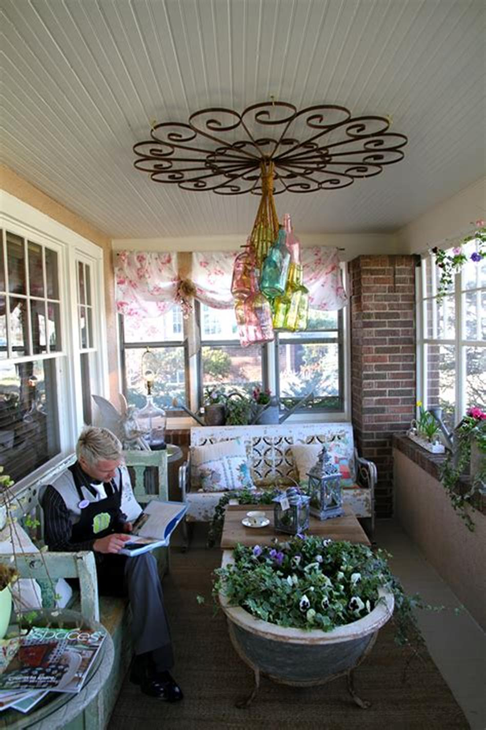 40 Beautiful Spring Front Porch Decorating Ideas You Will Love 26