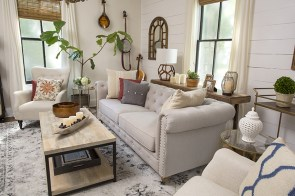 Gorgeous Farmhouse Living Room Decor Ideas And Designs (7)