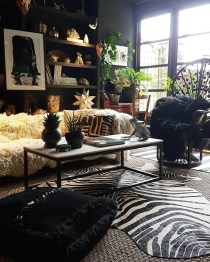 Eclectic And Quirky Living Room Decor Styling Ideas (12)