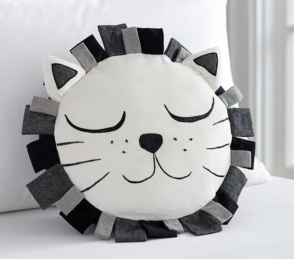 Charming Pillow Decorative Ideas To Apply Asap 07
