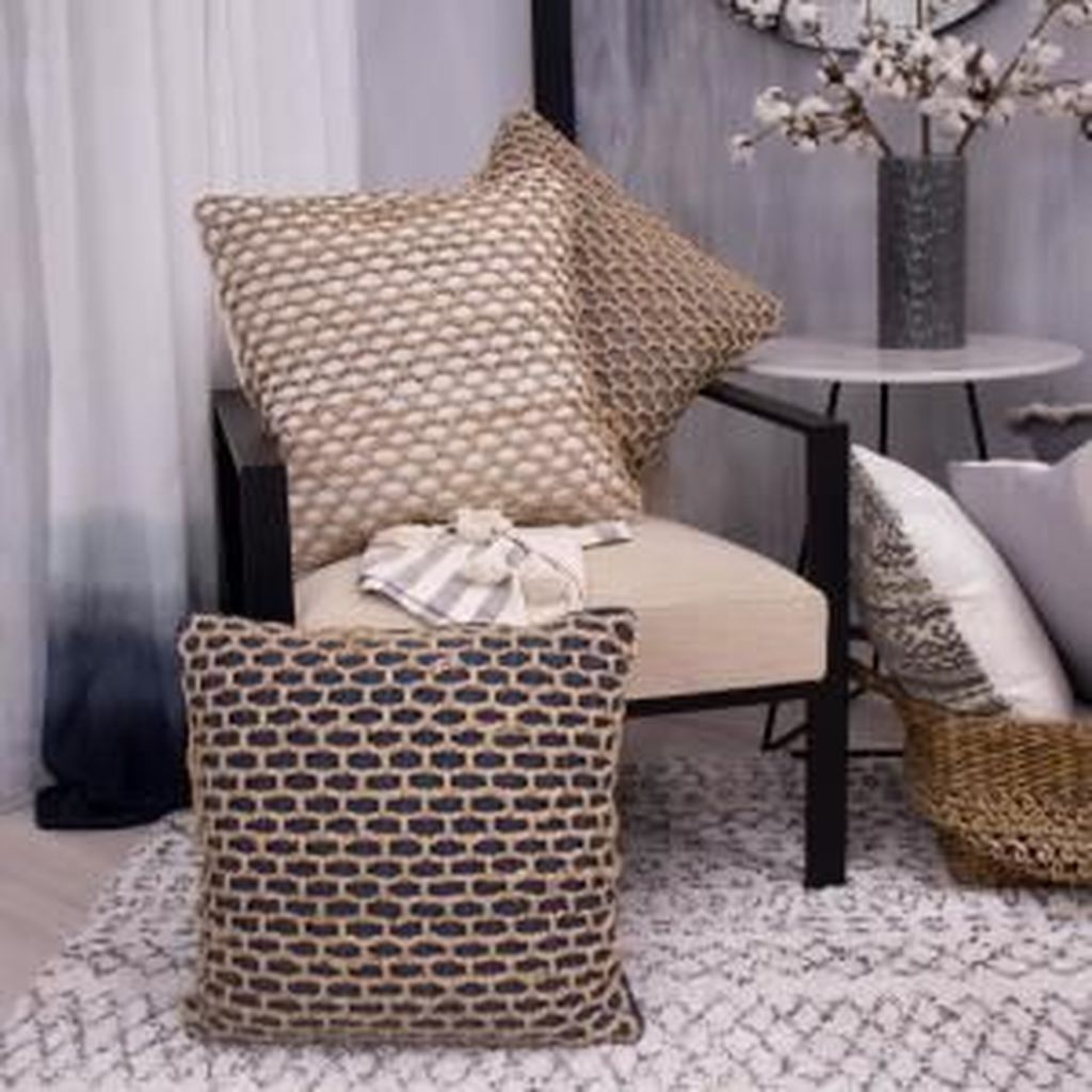 Charming Pillow Decorative Ideas To Apply Asap 22