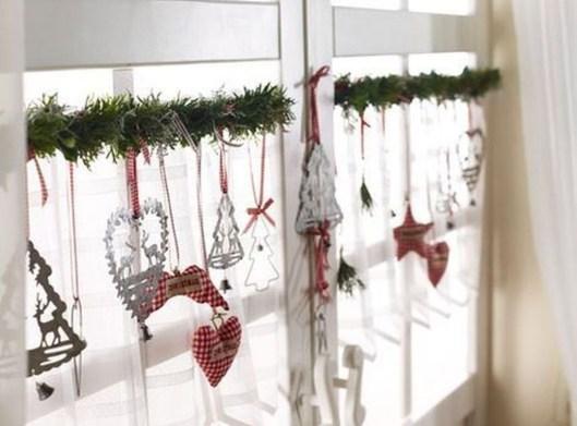 Beautiful Window Decorating Ideas For Christmas 06
