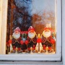 Beautiful Window Decorating Ideas For Christmas 20