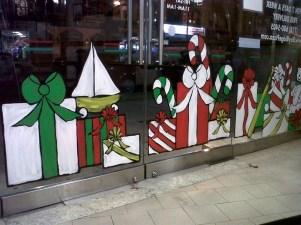 Beautiful Window Decorating Ideas For Christmas 29
