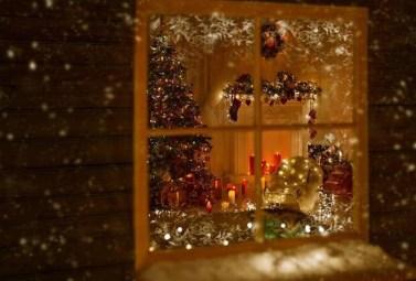 Beautiful Window Decorating Ideas For Christmas 33