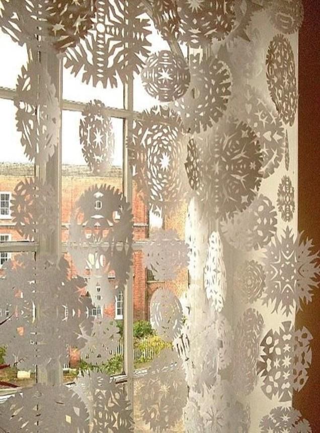 Beautiful Window Decorating Ideas For Christmas 36
