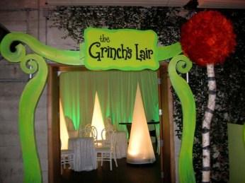 Creative Christmas Door Decoration Ideas To Inspire You 02