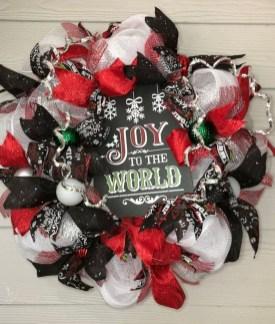 Creative Christmas Door Decoration Ideas To Inspire You 32