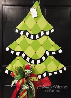 Creative Christmas Door Decoration Ideas To Inspire You 33