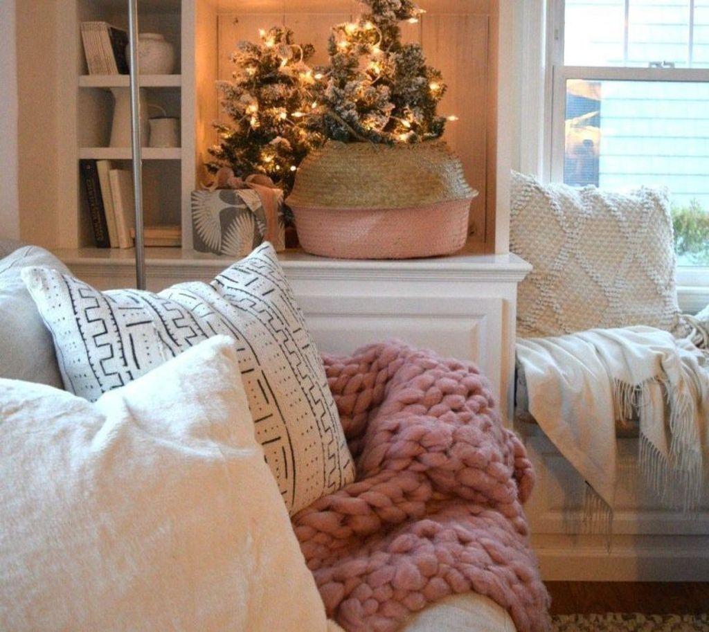 Enchanting Living Room Decor Ideas That Trending This Winter 28