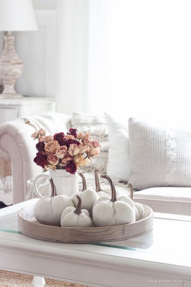 Enchanting Living Room Decor Ideas That Trending This Winter 37