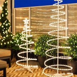 Pretty Space Decoration Ideas With Christmas Tree Lights 21