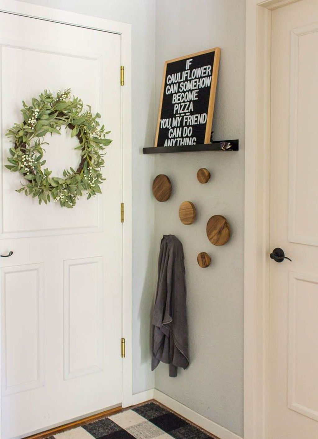 Splendid Entryway Home Décor Ideas That Make Your Place Look Cool 06