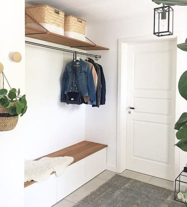 Splendid Entryway Home Décor Ideas That Make Your Place Look Cool 23