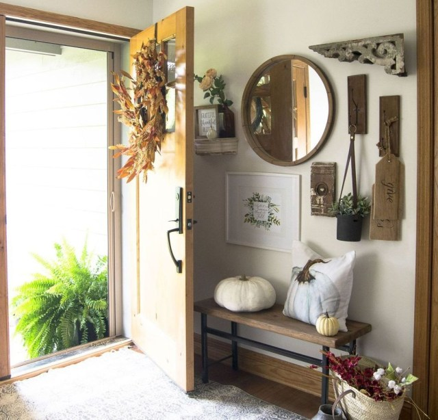 Splendid Entryway Home Décor Ideas That Make Your Place Look Cool 38
