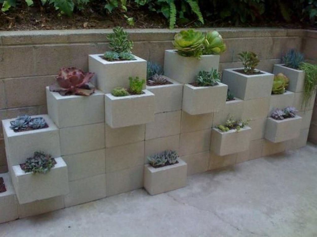 Stylish Garden Design Ideas With Cinder Block To Try 04
