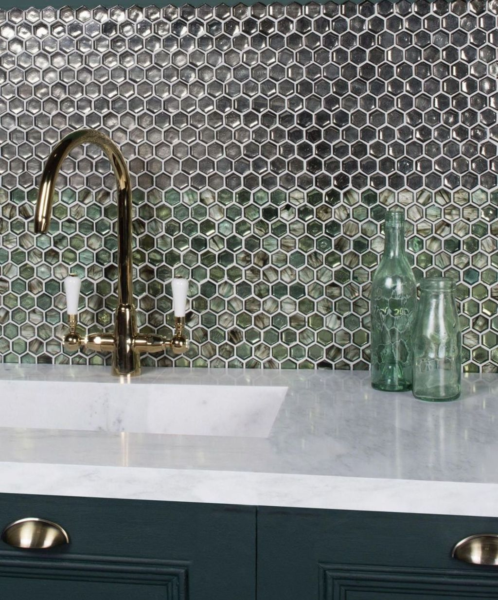 Superb Glitter Kitchen Tiles Design Ideas To Try Nowaday 34