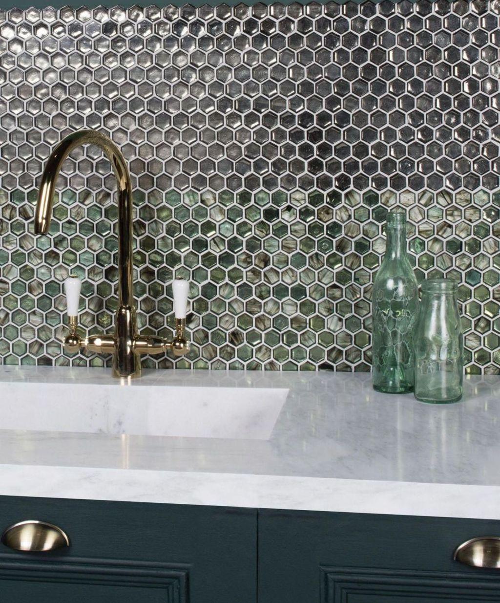 Superb Glitter Kitchen Tiles Design Ideas To Try Nowaday 34