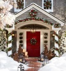 Unique Christmas Decoration Ideas For Front Porch 02