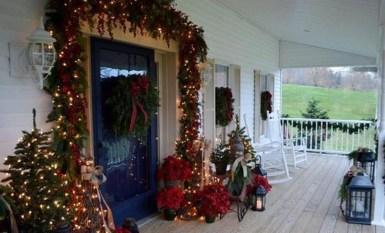 Unique Christmas Decoration Ideas For Front Porch 05