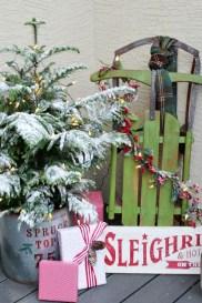 Unique Christmas Decoration Ideas For Front Porch 06