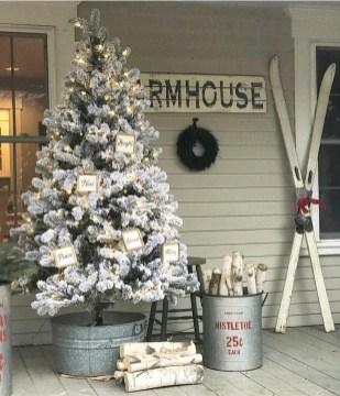 Unique Christmas Decoration Ideas For Front Porch 07