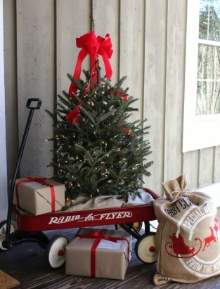 Unique Christmas Decoration Ideas For Front Porch 21