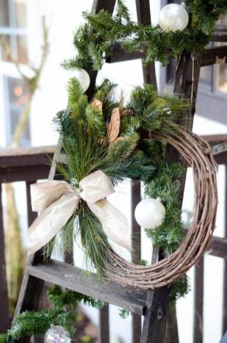 Unique Christmas Decoration Ideas For Front Porch 37