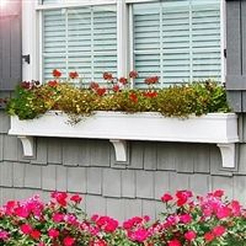 Fabulous Exterior Decoration Ideas With Flower In Window 05