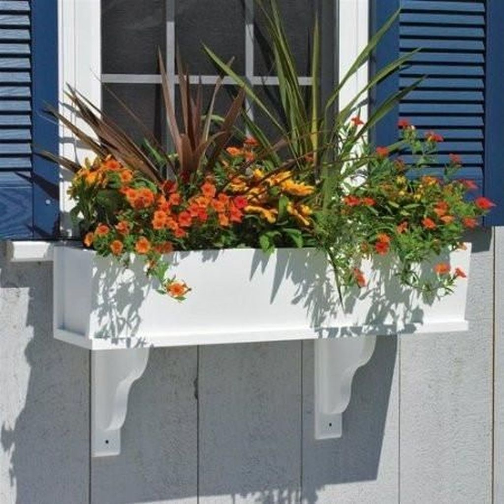 Fabulous Exterior Decoration Ideas With Flower In Window 12