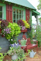 Fabulous Exterior Decoration Ideas With Flower In Window 23